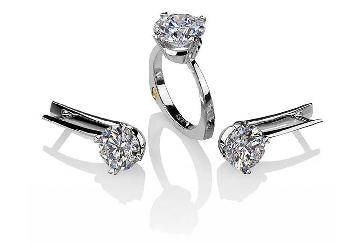 кольцо и серьги с синтетическими бриллиантами